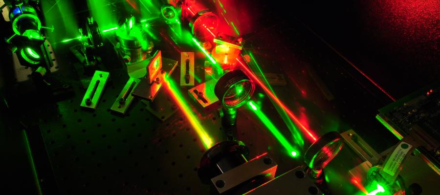 laser1_900a